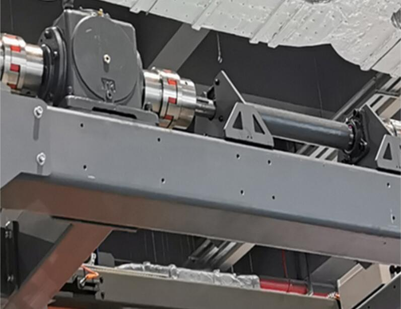 coupling and internal balance device of high speed pallet wrapper